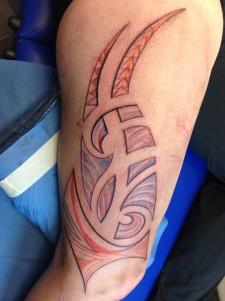 frau maori tribal bein 2