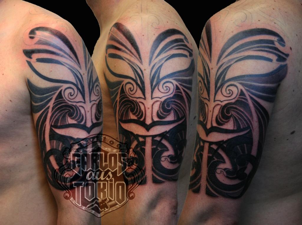 hybrid maske tattoo