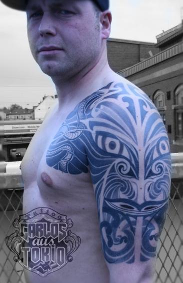 hybrid black work tattoo deutschland2