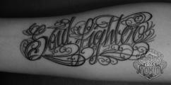 schriftzuge tattoo carlos aus tokio10