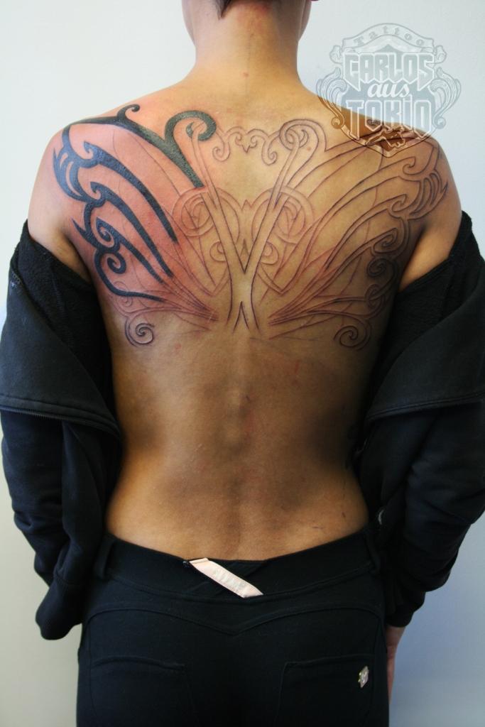 frau rucken tattoo carlos aus tokio
