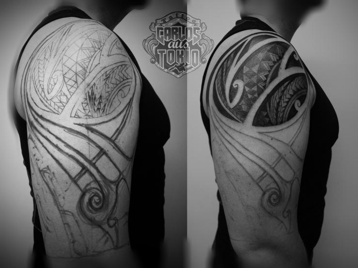 blackwork tattoo carlos aus tokio
