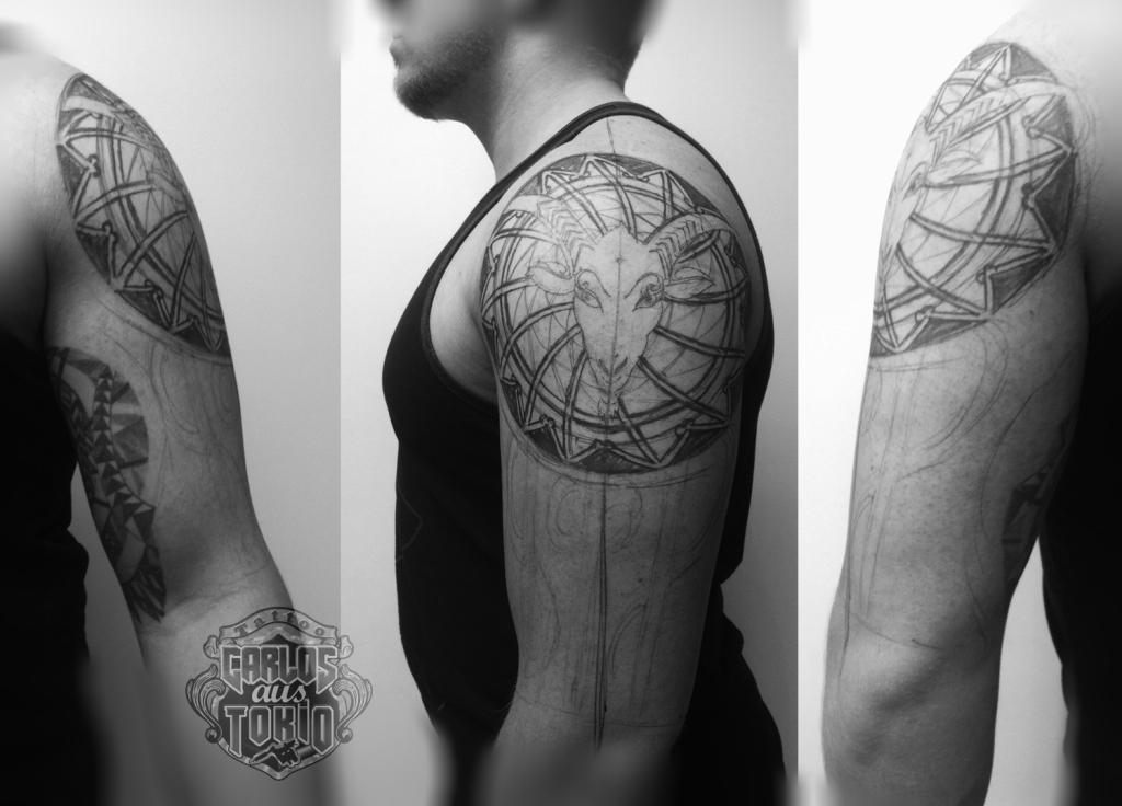 arm tribal goat tattooトライバルタトゥー1
