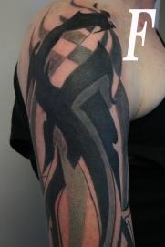buchstabe tribal tattoo carlos aus tokio1