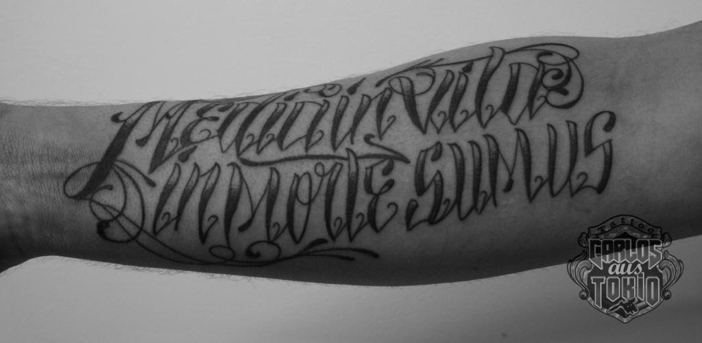 schriftzuge tattoo carlos aus tokio