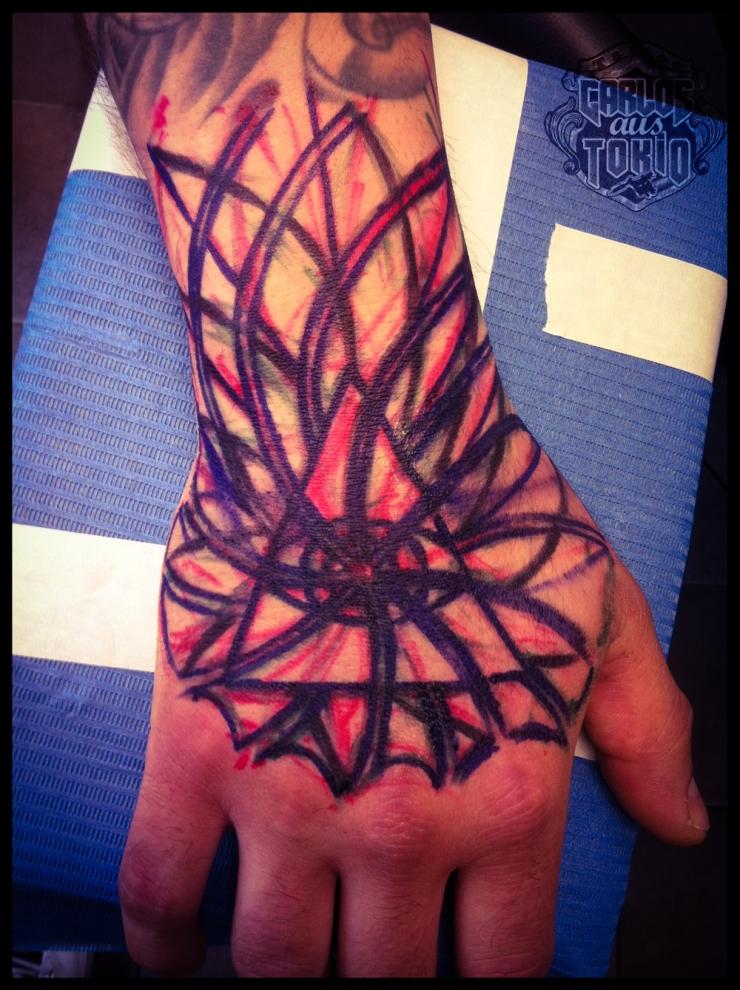 hand tattoo carlos aus tokio1