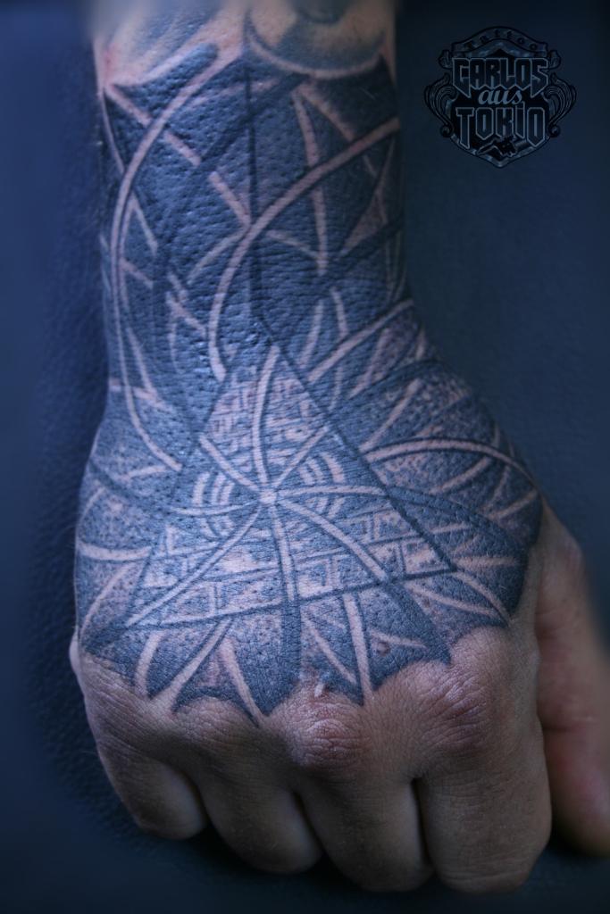 hand tattoo carlos aus tokio2