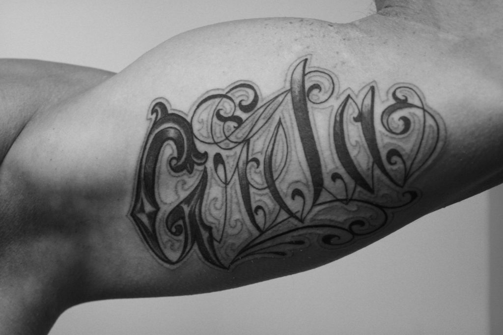 schriftzuge tattoo carlos aus tokio8