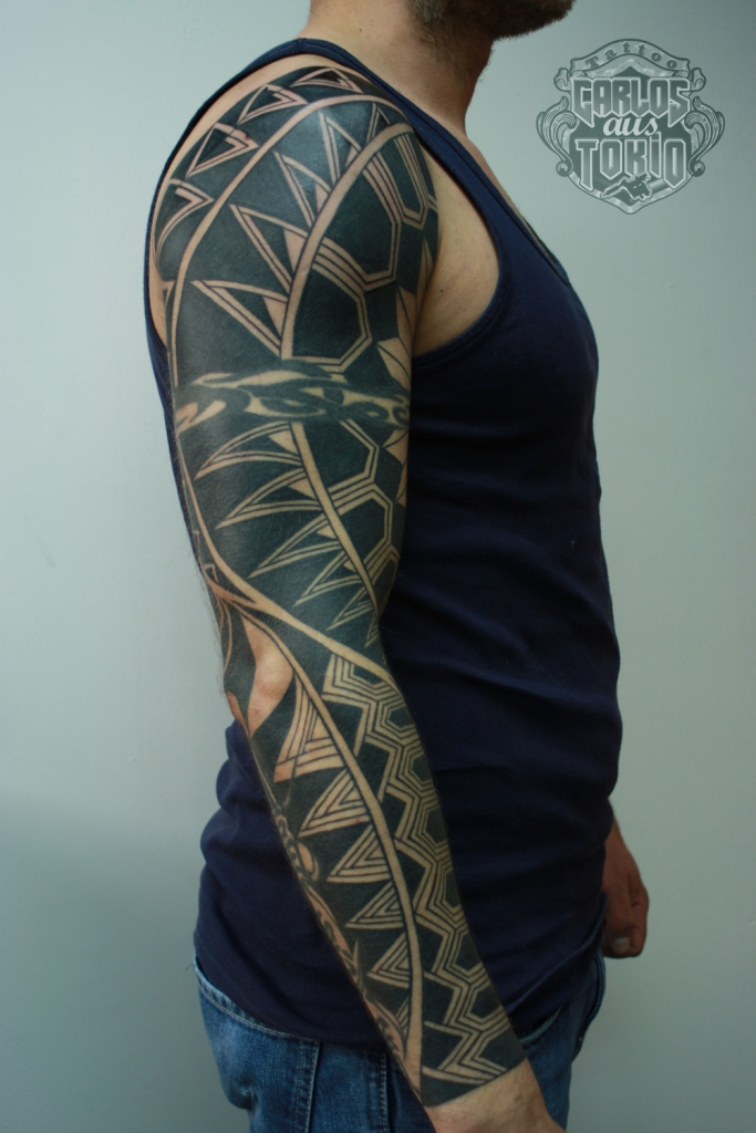 black work tattoo carlos aus tokio2