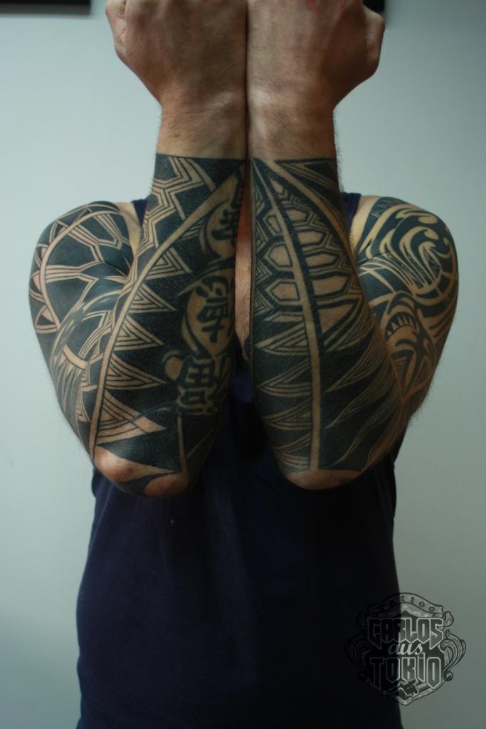 black work tattoo carlos aus tokio7