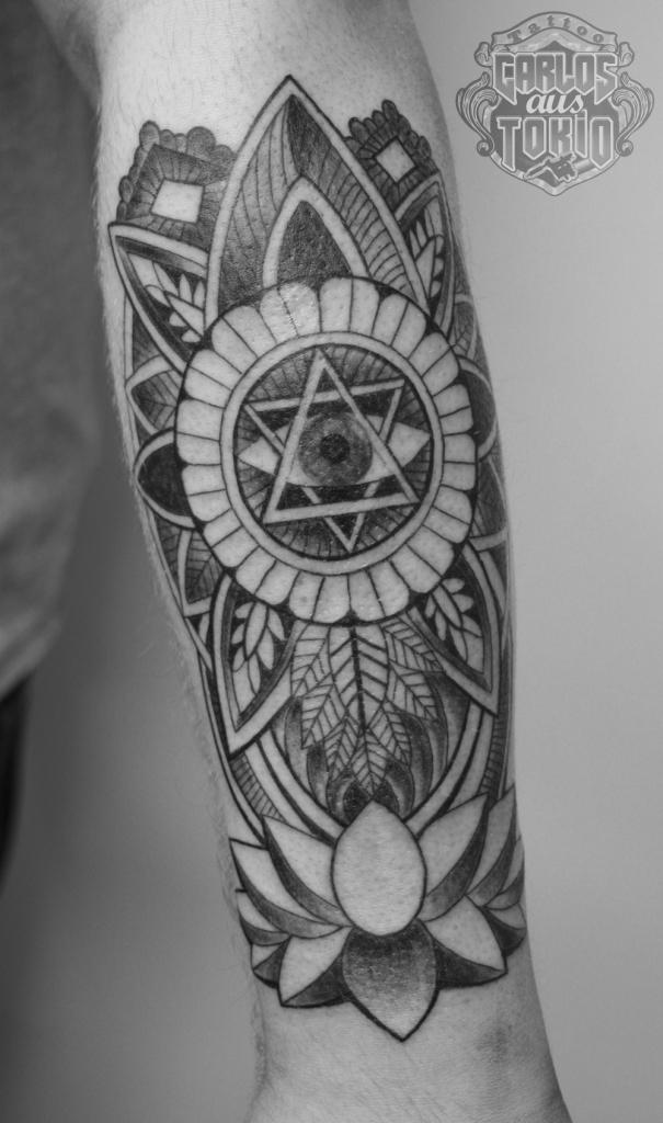 幾何学模様タトゥーornamental tattoo1