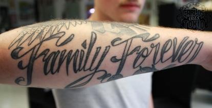 schriftzuge-tattoo-carlos-aus-tokio6