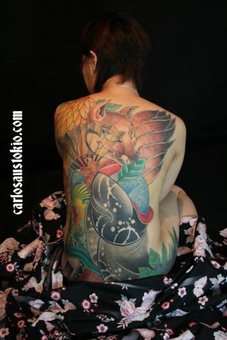 Der Hintergrund kann später noch ergänzt werden, es wird deswegen Gaku (Rahmen) genannt. Motiv: Kyuubi no Kitsune (Fuchs mit neun Schwänzen)